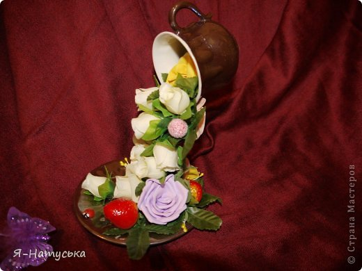 Моя первая парящая чашечка. Вдохновили меня чашечки Светланы https://stranamasterov.ru/user/95856. Решила попробовать. Но на мой взгляд для этих цветочков  маловата сама чашка. А Вы как думаете? фото 4