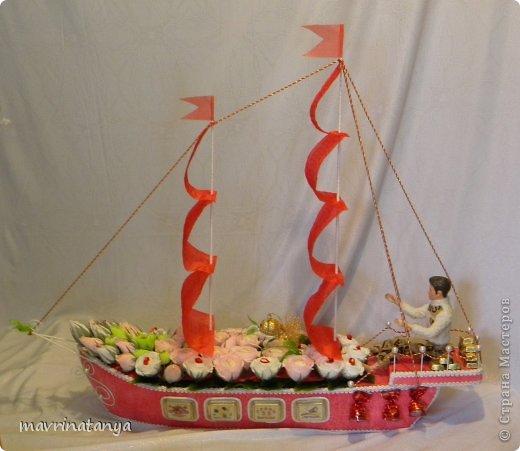 """Использовались конфеты: """"Raffaello"""", """"Осенний вальс"""", """"А.Коркунов темный с дробленым орехом"""", """"Пьяная вишня"""", шоколад """"Dove"""" с оригинальными пожеланиями, подарочный шоколад с пожеланиями. фото 2"""