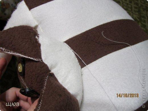 Вот такая подушка мне очень нравилась когда-то. И сидя в декрете я вспомнила что когда-то в недрах интернета я видела что-то подобное. Теперь я смогла ее наконец-то сшить. И не просто сшить, а даже сделать мастер - класс. В общем смотрите что получилось. фото 11