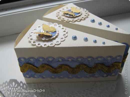 Кусочки тортика в качестве упаковки презента. фото 1