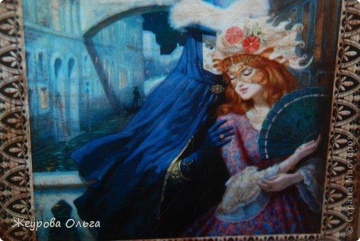 Очень люблю Венецию. Все время хочется ее изображение куда-нибудь пристроить. Ну вот и получилась такая романтичная ключница. Не хотелось сильной новизны вещи, но меди добавить захотелось. Вот теперь все светится и бликует. фото 5