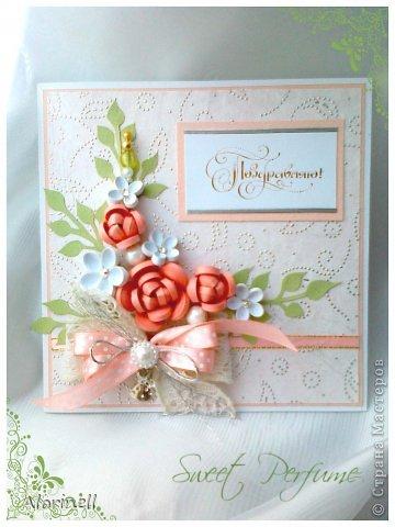 Эта открытка стала моей любимицей, раньше любимых не было))) Всегда хотела сделать розовую или персиковую открытку, но как то не складывалось, композиция не была лаконичной и завершенной, вот и не решалась. Но по воле случая, тобишь дня рождения знакомой сие произошло. В десять часов вечера я получаю приглашение на завтра, ну делать нечего пришлось творить. Результат был готов к двум часам ночи!!! Поэтому качество фото очень пострадало)))) фото 2