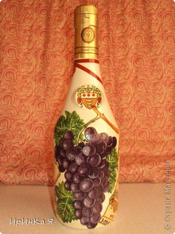 Бутылочка с содержимым в подарок.