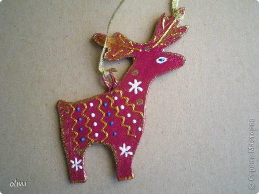 Еще немного картонных игрушек. Сфотографировала при случае, вот и выкладываю. Дед Мороз со Снегурочкой и олени получились в норвежском стиле :-) фото 9