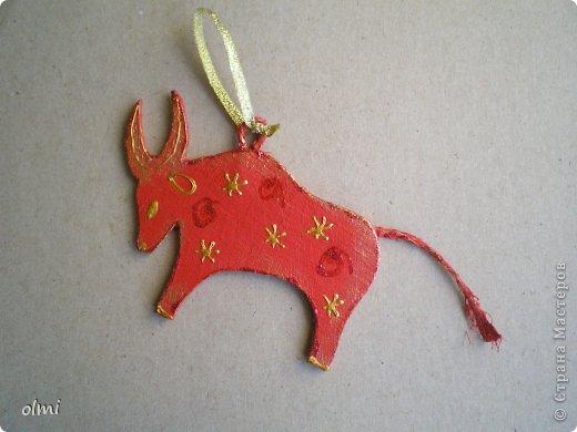 Еще немного картонных игрушек. Сфотографировала при случае, вот и выкладываю. Дед Мороз со Снегурочкой и олени получились в норвежском стиле :-) фото 11