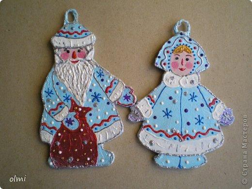 Еще немного картонных игрушек. Сфотографировала при случае, вот и выкладываю. Дед Мороз со Снегурочкой и олени получились в норвежском стиле :-) фото 2