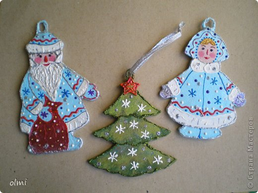 Еще немного картонных игрушек. Сфотографировала при случае, вот и выкладываю. Дед Мороз со Снегурочкой и олени получились в норвежском стиле :-) фото 6