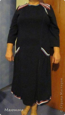 Впервые шила из трикотажа целое платье! ткань - интерлок.  Модель - статная, но платье сЕло очень хорошо. Уже видела в нОске, мне понравилось (хоть и не скромно))) - сдержано, с налетом спортивности, как заказчик и просил фото 2