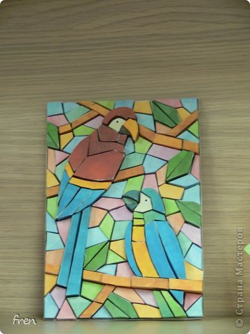 Всем мастерицам, доброго вечера! Долго решалась собрать такую вот мозаику, очень интересен был результат. Вот что получилось. Каждая из маленьких деталей вырезается, собирается и склеивается отдельно, а потом уже постепенно появляется панно. :) К сожалению, на фотографии не очень виден объем.
