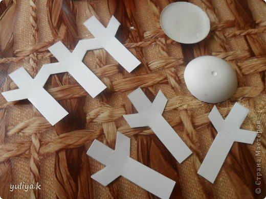 Всем привет!!!Хочу показать две идеи новогодних снежинок.Делаются довольно таки легко и затрат не много.                                      фото 6