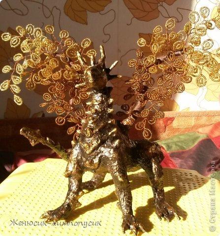 И снова здравствуйте дорогие Мастера и Мастерицы! Хочу представить вам нового жителя моего дома, вот такого золотого дракончика. фото 1