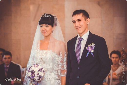 Свадьба, которая состоялась 13 сентября 2013 года. Каскадный букет невесты бело-фиолетовых оттенков из орхидей роз и фрезий. фото 2
