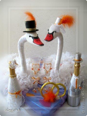 Здравствуйте все!) Я в прошлой своей записи писала о большом заказе на свадьбу,я его выполнила.Рада показать результат. были заказаны лебеди с рафаэлло, бокалы и бутылочки. За МК по бутылкам благодарна Maxima_02. фото 1
