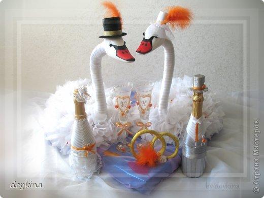 Здравствуйте все!) Я в прошлой своей записи писала о большом заказе на свадьбу,я его выполнила.Рада показать результат. были заказаны лебеди с рафаэлло, бокалы и бутылочки. За МК по бутылкам благодарна Maxima_02. фото 2