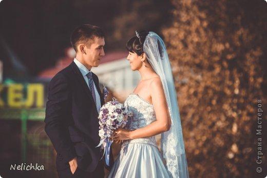 Свадьба, которая состоялась 13 сентября 2013 года. Каскадный букет невесты бело-фиолетовых оттенков из орхидей роз и фрезий. фото 1