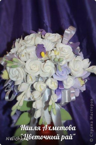 Свадьба, которая состоялась 13 сентября 2013 года. Каскадный букет невесты бело-фиолетовых оттенков из орхидей роз и фрезий. фото 5