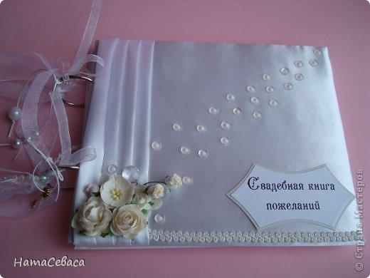 Задумалась я над свадебной тематикой. Чего бы, думаю, мне не попробовать. И попробовала. Получилось не совсем традиционно, не знаю, к плюсам это отнести или к минусам. Но, буду надеяться, найдутся те, кому понравится моя свадебная казна.  Закрывается она на магнитный замочек, раскладка по МК отсюда http://shabby-chic-ru.blogspot.com/.../blog-post.html (цифры немного другие). фото 7