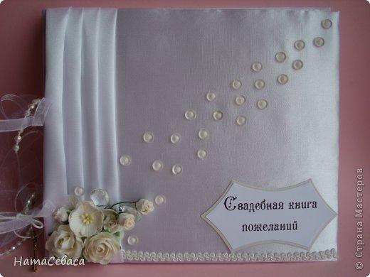 Задумалась я над свадебной тематикой. Чего бы, думаю, мне не попробовать. И попробовала. Получилось не совсем традиционно, не знаю, к плюсам это отнести или к минусам. Но, буду надеяться, найдутся те, кому понравится моя свадебная казна.  Закрывается она на магнитный замочек, раскладка по МК отсюда http://shabby-chic-ru.blogspot.com/.../blog-post.html (цифры немного другие). фото 6