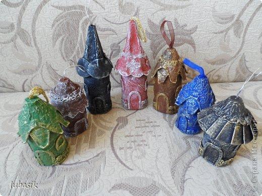 Здравствуйте, мои дорогие соседи по стране! Сегодня я к вам с новогодними домиками. Как - то в одном фильме меня привлекли керамические подвески в виде домиков, висящих на стене. Как же они мне понравились! А идея пришла, как всегда, внезапно, когда дома вытаскивала из упаковки яйца. Ниже покажу, как я их сделала. фото 38