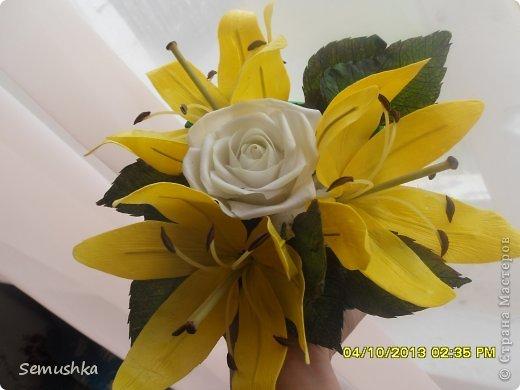 Вот такие лилии с розочками слепила на день рождения подруге.......... Еще не окончена композиция, не хватает зелени.... фото 3