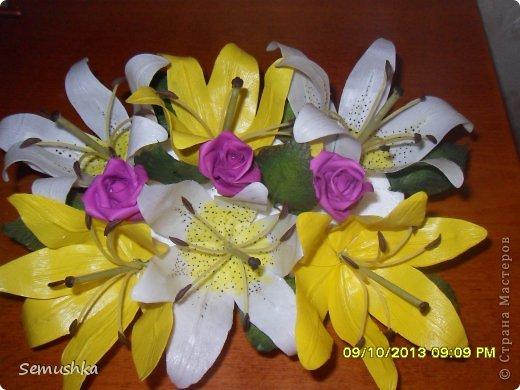 Вот такие лилии с розочками слепила на день рождения подруге.......... Еще не окончена композиция, не хватает зелени.... фото 2