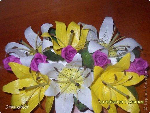 Вот такие лилии с розочками слепила на день рождения подруге.......... Еще не окончена композиция, не хватает зелени....