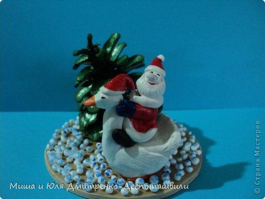 Дед Мороз уже так и шастает по Стране Мастеров, хоть за окном еще осень. Вот и ко мне заглянул. да как! На гусе! Наверное всем хотел донести, что настоящий Рождественский Гусь, это не тот, который на столе, а тот который в небе, помогает ему разносить подарочки фото 2