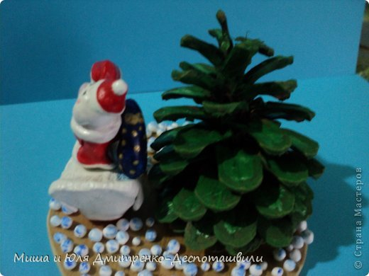Дед Мороз уже так и шастает по Стране Мастеров, хоть за окном еще осень. Вот и ко мне заглянул. да как! На гусе! Наверное всем хотел донести, что настоящий Рождественский Гусь, это не тот, который на столе, а тот который в небе, помогает ему разносить подарочки фото 4