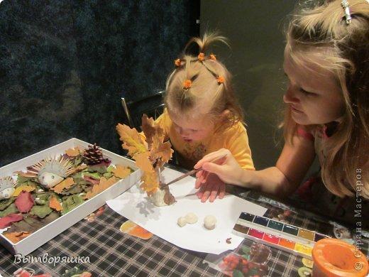 Вот такая у нас поделочка. Ёжики, грибы и пень из соленого теста. фото 6