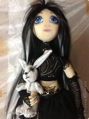 Идею пошива этой куклы вынашивала давно , а пошилась она практически на одном дыхании.Куколка шарнирно-каркасная .Ручки ножки двигаются , пальчики сгибаются. фото 3