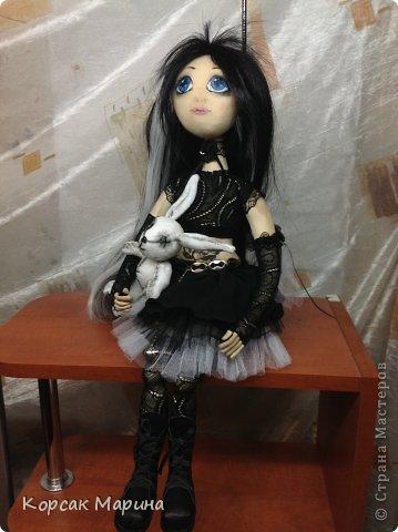 Идею пошива этой куклы вынашивала давно , а пошилась она практически на одном дыхании.Куколка шарнирно-каркасная .Ручки ножки двигаются , пальчики сгибаются. фото 2