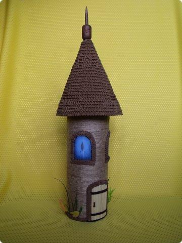 Здравствуйте, дорогие друзья! Сегодня я к вам вот с такой голубоглазой башней для спагетти. У меня была уже похожая работа, только из других материалов. Честно говоря, не всё мне здесь нравится, но что получилось - то и получилось. фото 2