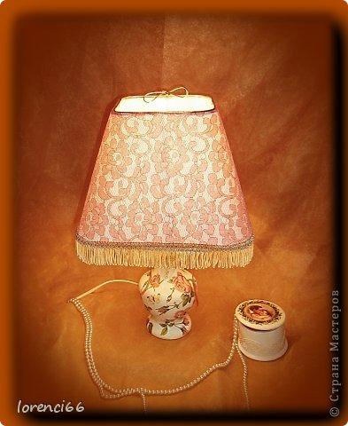 Добрый день всем жителям СМ!!! Хочу показать вам сегодня лампу и пару шкатулочек. Лампа была просто деревянная и абажура вообще не было. Нашла лампу у сестры и взяла, ей ни чего не сказала, та ни чего и не заметила, и очень была удивлена, когда я вернула преображенную лампу. Ну и обрадовалась конечно))) фото 4