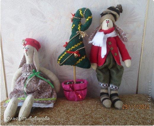 И снова здравствуйте! Я не оригинальна, всё тот же Санта, и олень, и снеговик, и ёлочка. Все игрушки по стандарту ТИЛЬДЫ. Это мои работы прошлого года. Всё равно хочется показать, похвастаться.... фото 7