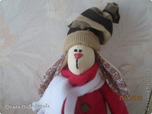 И снова здравствуйте! Я не оригинальна, всё тот же Санта, и олень, и снеговик, и ёлочка. Все игрушки по стандарту ТИЛЬДЫ. Это мои работы прошлого года. Всё равно хочется показать, похвастаться.... фото 8