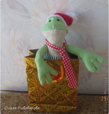 И снова здравствуйте! Я не оригинальна, всё тот же Санта, и олень, и снеговик, и ёлочка. Все игрушки по стандарту ТИЛЬДЫ. Это мои работы прошлого года. Всё равно хочется показать, похвастаться.... фото 9