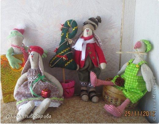 И снова здравствуйте! Я не оригинальна, всё тот же Санта, и олень, и снеговик, и ёлочка. Все игрушки по стандарту ТИЛЬДЫ. Это мои работы прошлого года. Всё равно хочется показать, похвастаться.... фото 11