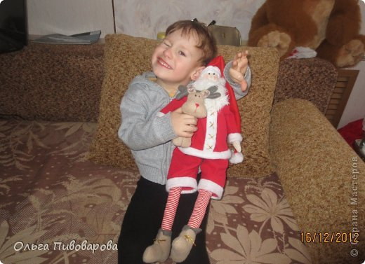 И снова здравствуйте! Я не оригинальна, всё тот же Санта, и олень, и снеговик, и ёлочка. Все игрушки по стандарту ТИЛЬДЫ. Это мои работы прошлого года. Всё равно хочется показать, похвастаться.... фото 12