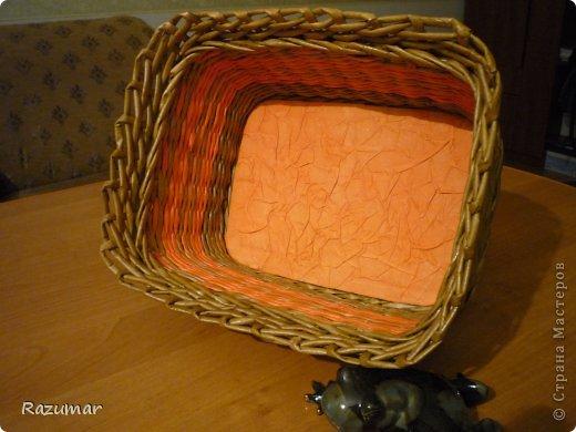 корзинка - апельсинка.  Вот удалось покрасить палочки в оранжевый цвет, захотелось сплести что то веселенькое. фото 2