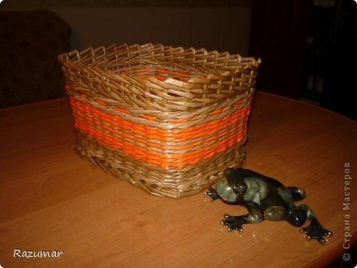 корзинка - апельсинка.  Вот удалось покрасить палочки в оранжевый цвет, захотелось сплести что то веселенькое. фото 3