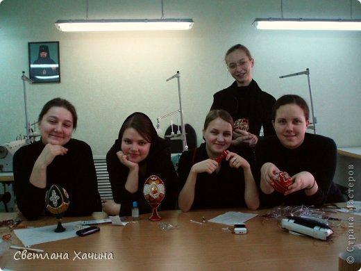 Выкладываю фотографии работ девочек из Нижегородского Епархиального училища. Это училище закончила моя дочь Радмила и теперь там же и работает.  Комментировать и подписывать не буду. Просто показываю, то , что собрала моя дочь для себя. http://vk.com/club62872133  ссылка на группу Епархиальной мастерской. фото 16
