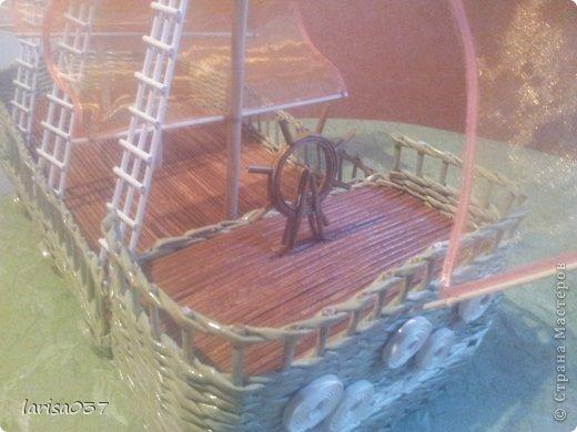 Корабль в подарок моряку. По МК деревенщины, спасибо ей огромное. Только паруса не бумажные а из органзы, очень капризный материал. Пришлось паруса обклеивать узкой ленточкой, подобранной в тон, а то уж сильно сыпался. фото 3