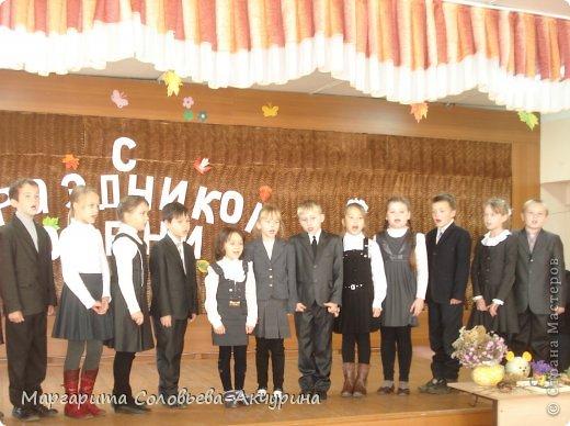 Сегодня у учащихся начальной школы у нас праздник осени. Дети с удовольствием выступали, показывали свои поделки.  фото 1