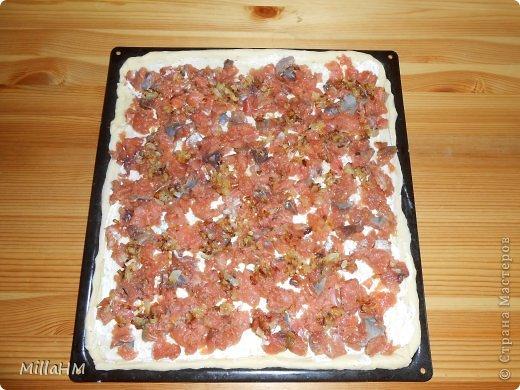 Ну, дорогие, садитесь поближе: наконец-то у меня выходной! Сегодня мы будем готовить две пиццы: с красной рыбкой и сервелатом  - одна вкуснее другой! А вот какая вкуснее - пусть каждый решит сам!  фото 10