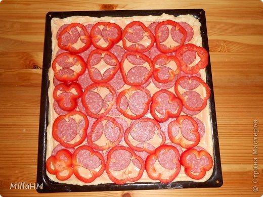 Ну, дорогие, садитесь поближе: наконец-то у меня выходной! Сегодня мы будем готовить две пиццы: с красной рыбкой и сервелатом  - одна вкуснее другой! А вот какая вкуснее - пусть каждый решит сам!  фото 19