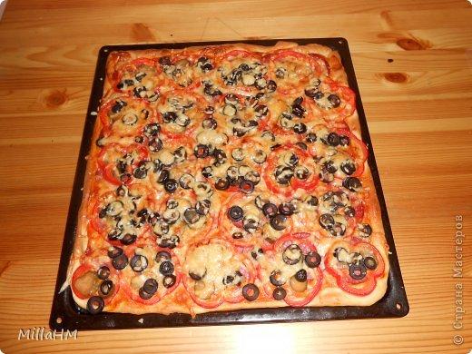 Ну, дорогие, садитесь поближе: наконец-то у меня выходной! Сегодня мы будем готовить две пиццы: с красной рыбкой и сервелатом  - одна вкуснее другой! А вот какая вкуснее - пусть каждый решит сам!  фото 27