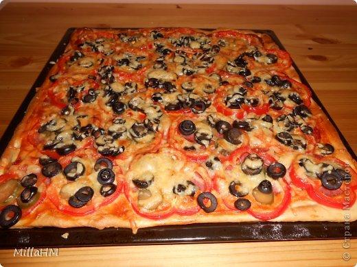 Ну, дорогие, садитесь поближе: наконец-то у меня выходной! Сегодня мы будем готовить две пиццы: с красной рыбкой и сервелатом  - одна вкуснее другой! А вот какая вкуснее - пусть каждый решит сам!  фото 26