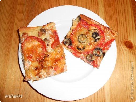 Ну, дорогие, садитесь поближе: наконец-то у меня выходной! Сегодня мы будем готовить две пиццы: с красной рыбкой и сервелатом  - одна вкуснее другой! А вот какая вкуснее - пусть каждый решит сам!  фото 28