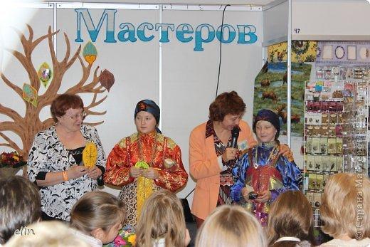 Доброго времени суток! Уже много хороших репортажей с выставки Бумпром представлены вашему вниманию, и мы там были 19 октября, с подругой и детьми. Этот день был объявлен днем Страны Мастеров, с грандиозным арт-проектом Древо творчества. фото 4