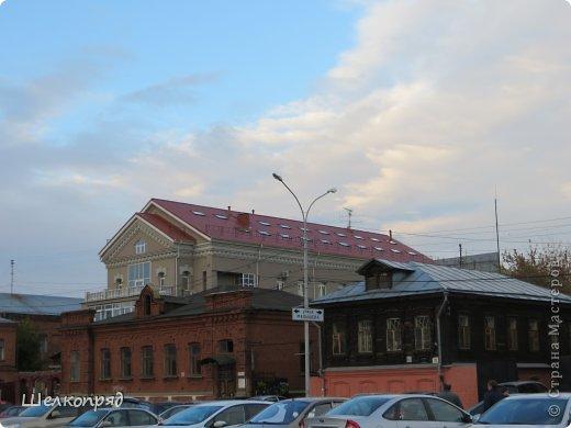 """""""Если вы не бывали в Свердловске,  Приглашаем вас в гости и ждём..."""" Помните, была такая старая песенка? А я очень давно не была в этом городе. Вот и выбралась наконец. Приглашаю и вас прогуляться со мной. Очень красивый цирк в Екатеринбурге. Необычная архитектура. фото 33"""